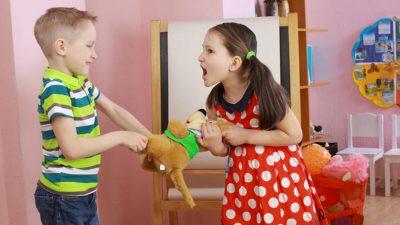 Büyük çocukla küçük çocuğun çatışması nasıl önlenir?