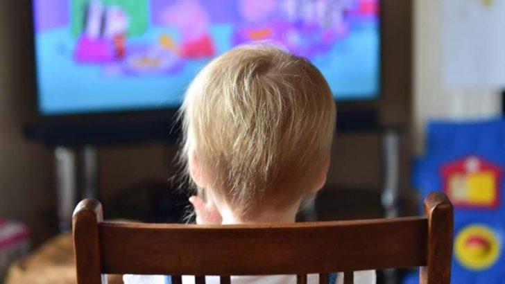 Çocukların odasında TV olmamalı