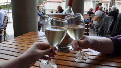 İçki kadehi neden tokuşturulur? Tarihçesi ve kökeni hakkında bilgi