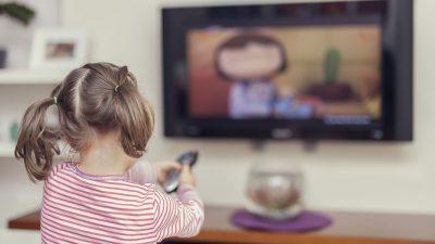 Uzun süre TV izleyen çocuklar da 'Otistik ' belirtileri görülüyor