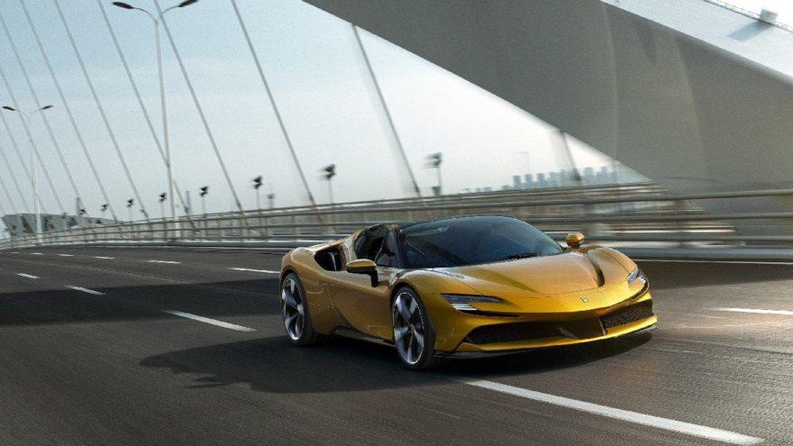 İlk hibrit üstü açık Ferrari