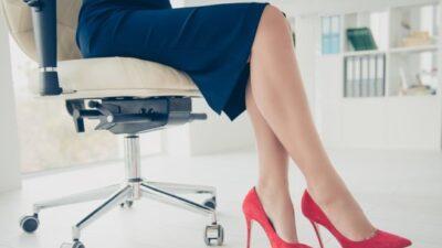 Oturarak Çalışan Kadınlarda Bacak Reflüsü Büyük Tehike!