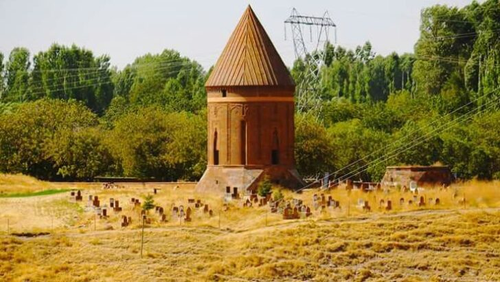 Hasan Padişah Kümbeti Nerede