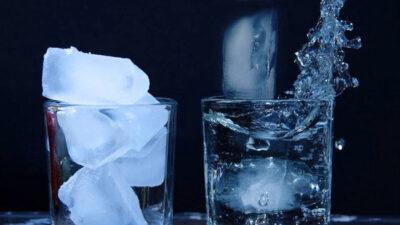 Bardaktaki Buz Parçaları Neden Birbirine Yapışır?