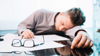 Sürekli Uyku Hali Neden Olur ve Nasıl Geçer?